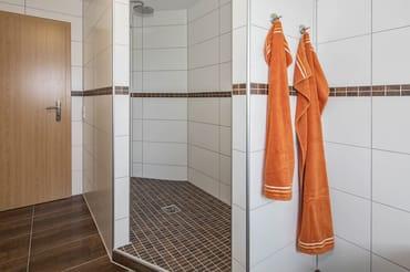 Bad im OG, Grosszügiger Duschbereich