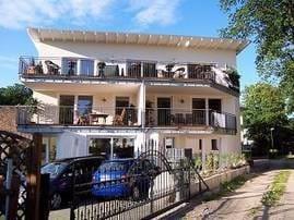 Südansicht des Hauses, indem sich im 1. Obergeschoß die Ferienwohnung befindet.