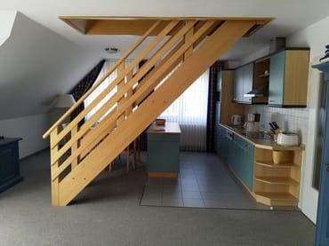 Essplatz und offene Küche, Aufgang zum 2. Schlafraum