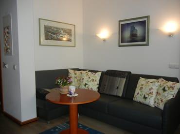 Das neue, hochwertige Leder-Sofa in Form einer großzügigen Wohnlandschaft erfüllt sowohl den Anspruch an bequemen Sitzkomfort, als auch eine vollwertige Schlaffunktion für die 3. und 4. Person