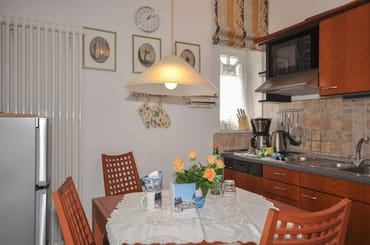 Essbereich mit Küchenzeile rechts