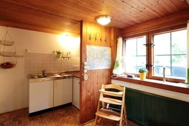 die Teeküche unten mit separatem Essplatz