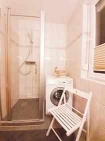 Bad (mit Waschmaschine / neue Duschkabine)