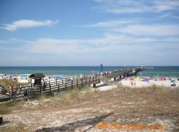 Strand mit Seebrücke