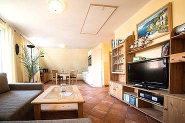 Das helle Zwei-Zimmer-Appartement im 1. Obergeschoss unseres Hauses Strandläufer bietet ingesamt 4 Personen eine gemütliche Urlaubsoase.