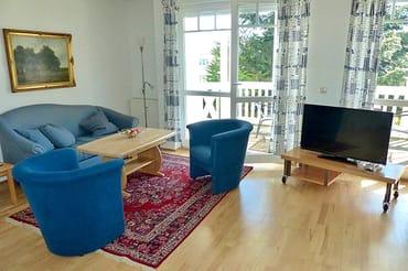 Sitzgruppe und TV