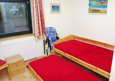 Kinderzimmer mit Tandembett (Lattenrost und Matratze)