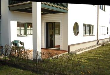 Terrasse mit Liegewiese