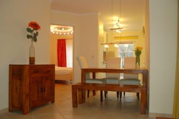 Essbereich der Villa Felice mit Blick in die Küche&Schlafzimmer