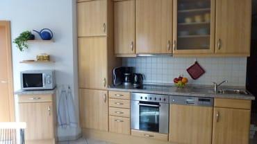 Voll ausgestattete Küche in der es an nichts fehlt