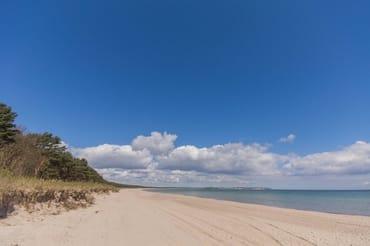 Ihr wunderschöner Strand -  nur 100 Meter hinter dem Haus !