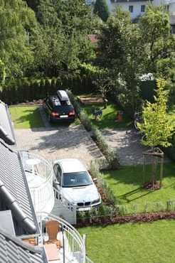 Parkplatz (schwarzes Fahrzeug)