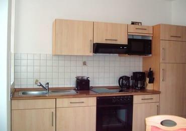 Küche mit Sitzecke , GS, Cerankochfeld, Mikrowelle, Backofen, Kühlschrank