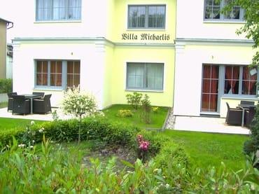 Terrasse und Vorgarten
