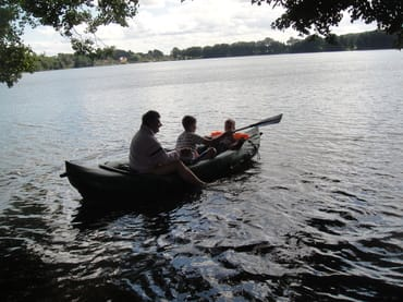 Bootsfahrt , Angeln und Baden im Großen Krebssee möglich.