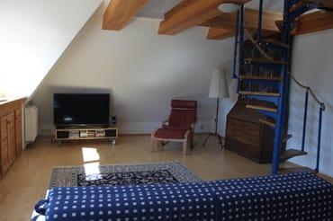Wohnzimmer mit TV, DVD, Radio