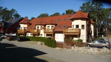 Innenhof mit PKW-Stellplatz