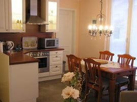 Eine exzellent ausgestattete, hochwertige Küche, in der das Kochen sogar im Urlaub Spass macht.