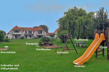 Spielplatz mit vielen Spielgeräten