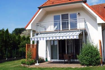 Die Süd-Terrasse mit Markise