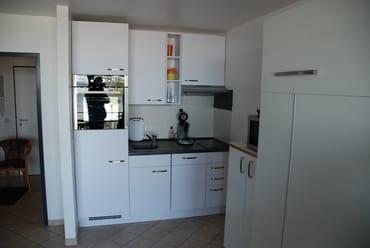 Küchenzeile mit kompletter Ausstattung