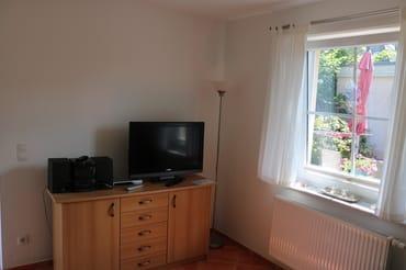 Sideboard mit Radio und TV
