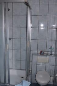 Bad mit Dusche, WC und WT