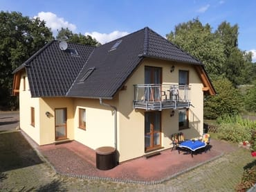 Südgiebel mit Fewo 3 ( Balkon ) und Fewo 4 ( Terrasse )