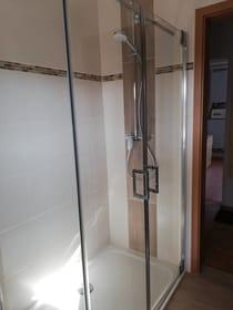 Blick ins Bad/Dusche