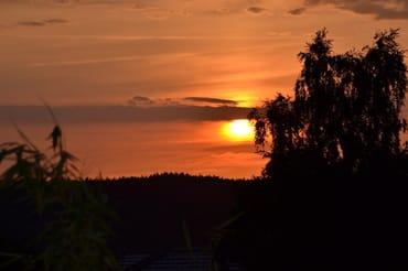 Freie Sicht auf schöne Sonnenuntergänge.