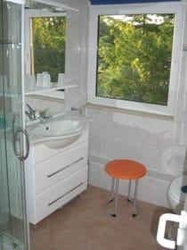 Frischzelle - Bad mit Dusche, Föhn & Co.