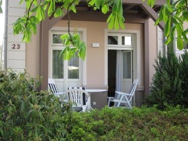 Terrasse für geschützte Stunden im Freien