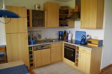 Küchenzeile mit Essecke