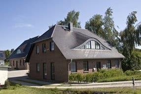 Außenansicht der beiden Häuser von Suester-Hüsing