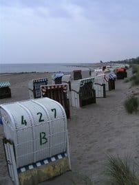 der lange, feinsandige Ostseestrand von Heiligenhafen liegt direkt vor der Haustür