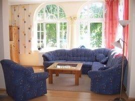 Wohnzimmer mit geschlossener Veranda