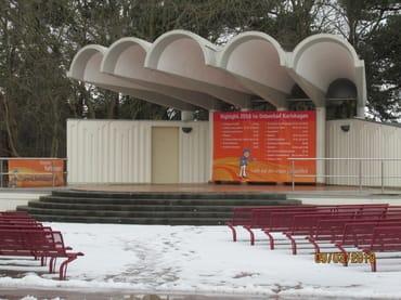 Konzertmuschel am Strandvorplatz im Winter.