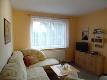 Wohnzimmer mit Sat-TV (Aufbettung möglich)