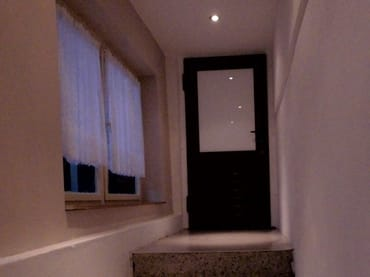 Separater Eingang mit großen Fenstern für unsere Gäste