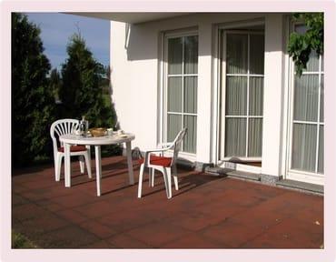 Die Terrasse liegt nach Südwesten. Sonne von Mittags bis in die Abendstunden.