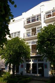 Das Haus Jahreszeiten mit der Ferienwohnung in der 1. Etage. Im EG unter der Wohnung befindet sich eine Töpferei.