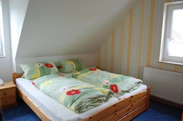 2 von 3 Schlafzimmer oben
