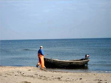Fischer am Strand von Baabe