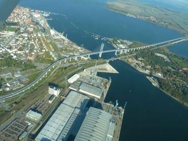 Die neue Rügenbrücke sorgt mit viel Schwung für eine schnelle Anreise (Foto: Hinsch)