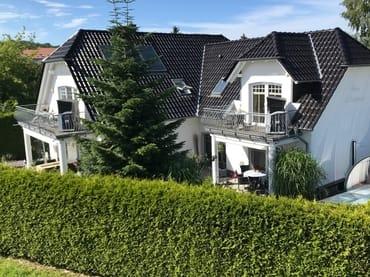 Ansicht Haus Melanie, großer Balkon gehört zur Fewo 2 und der kleinere Balkon gehört zur Fewo 1