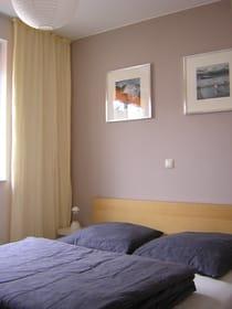 Schlafzimmer mit Doppelbett 1.60 x 2.00 m