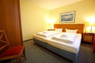 Schlafzimmer mit Doppelbett (200x220 cm)