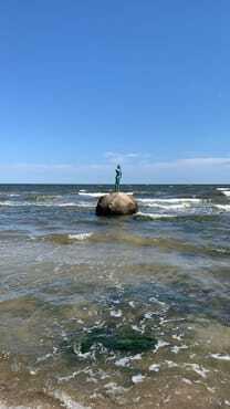 die kleine Meerjungfrau im benachbarten Sellin - ein Ziel für Ihre Strandwanderungen...