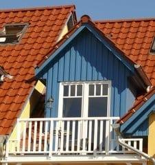 Balkon von außen - zwichenzeitlich haben wir auch einen Sonnenschirm für Sie