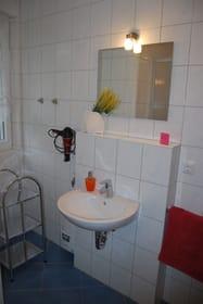 Bad mit Fenster,Dusche und WC